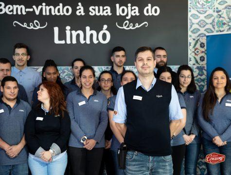 André Moreira, chefe de loja do Linhó do Lidl Portugal, e a respetiva equipa. © Sara Matos