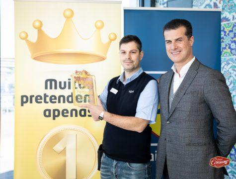 André Moreira, chefe de loja do Linhó, e Pedro Rebocho, administrador de Vendas (à direita), receberam o prémio A Melhor Loja de Portugal na categoria Supermercados, na qual o Lidl Portugal foi a insígnia vencedora. © Sara Matos