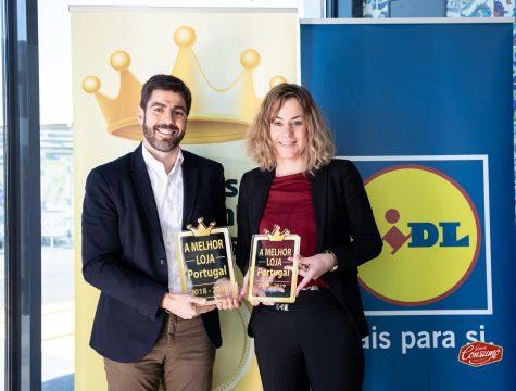 Alexis Latorre, diretor para a região de Lisboa, e Sandra Neves, chefe de vendas do Lidl Portugal. © Sara Matos