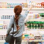 58% dos consumidores mundiais reduzem visitas aos supermercados