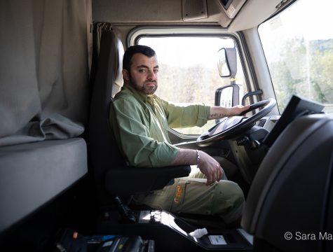 """Ricardo Sousa, motorista de matérias perigosas. """"Nesta fase em que o país para, nós estamos de mãos dadas com a população, confiem em nós!"""""""