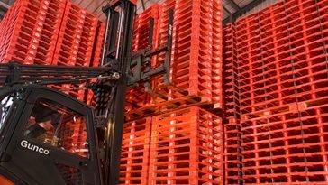 empilhador a movimentar paletes LPR